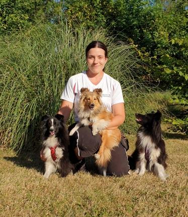 Iris mit ihren Hunden Holly, Mira und Luna